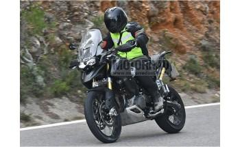 Foto spion: viitorul Triumph Tiger 1200 are motorul de la noul Speed Triple